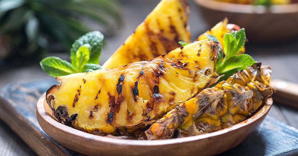 Ananas na žaru s cimetom i smeđim šećerom
